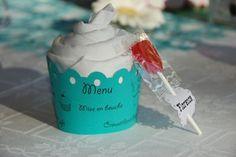 Idée menu cupcake (serviette enroulée façon chantilly et menu autour)