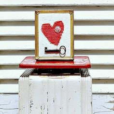 Time to see how to say I love you with reclaimed junk. You can make love signs and heart wall decor from things found in your junk stash. Valentine Decorations, Valentine Crafts, Valentines, Retro Home Decor, Vintage Decor, Heart Wall Decor, Heart Diy, Junk Art, Assemblage Art
