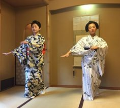 [4] August 2015: geiko Satsuki and her little 'sister' maiko Marika dancing together in yukata by raspberry-yuri