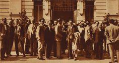 """Foto di gruppo del Congresso internazionale dei Fisici, 1927  Questo evento è risultato uno dei più importanti appuntamenti scientifici che si siano tenuti in Italia nei primi decenni del Novecento e richiamò a Como, Pavia e Roma i """"padri"""" della fisica moderna."""
