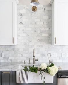 Marble, brass and those dark grey kitchen cabinets  #interiorinspiration #marble #kitchenlove Pinterest
