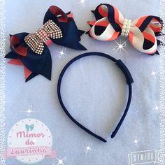 "14 curtidas, 3 comentários - Laços para as Princesas (@mimosdalaurinha10) no Instagram: ""Kit de laços, podendo usar no bico de pato ou na tiara( arco)! É só encaixar o laço na argolinha da…"" Ribbon Hair Bows, Diy Hair Bows, Diy Bow, Diy Headband, Baby Headbands, Ribbon Art, Boutique Bows, Diy Hair Accessories, Bandeau"