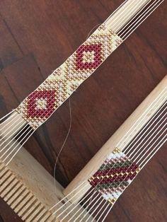 loom beading for beginners Loom Bracelet Patterns, Bead Loom Bracelets, Bead Loom Patterns, Jewelry Patterns, Beading Patterns, Beading Ideas, Bead Loom Designs, Beadwork Designs, Motifs Perler