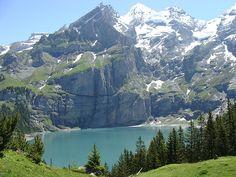 Oeschinensee bei Kandersteg wurde in Schweiz, Kandersteg aufgenommen und hat folgende Stichwörter: Schweiz, Kandersteg, Oeschinensee.
