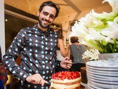 """Chef Gui Poulain  No evento de lançamento de """"O Chef e a Chata"""" teve muita flor bonita, doces cheios de afeto, comidinhas deliciosas. Teve muita gente linda, muito papo legal. Também teve muita emoção e muito, mas muito amor. Enfim, adoramos! Confere aí, comenta, tagueia, compartilha!  Fotos: Pedro Gontijo, 2014."""