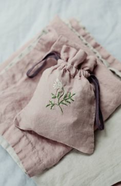 Beautiful Handmade Linen Bag With Flower Embroidery Baby Embroidery, Embroidery Stitches, Embroidery Patterns, Japanese Embroidery, Art Patterns, Sewing Crafts, Sewing Projects, Linen Bag, Linens And Lace