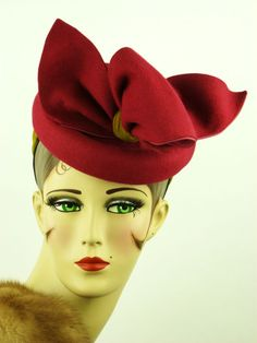 1940s felt tilt topper in fuschia and gold - just gorgeous. Not in my collection... boohoo!