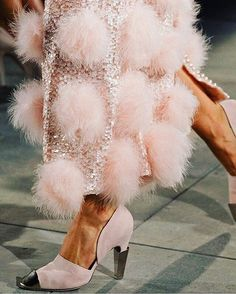 "dress-this-way: ""Chanel Fall 2012 Haute Couture "" Colors ~ Pink and Silver Couture Mode, Style Couture, Couture Fashion, Runway Fashion, Fashion Models, Fashion Shoes, Sporty Fashion, Ski Fashion, Chanel Fashion"