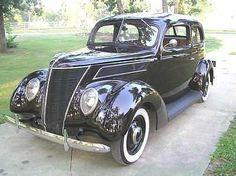 1937 Ford Tudor Humpback