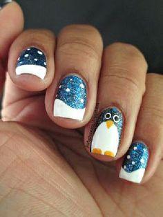 15 Festive Fingernails for the Christmas Season - 7. Shimmery Penguin