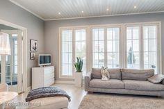 Harmaat seinät, vaalea lattia. Kauniit harmoniset sävyt. Wellington House, Next At Home, Room Colors, Decoration, Home Remodeling, Ikea, Sweet Home, Interior Decorating, New Homes