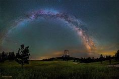 America's first national monument, Devils Tower is a geologic feature that protrudes out of the rolling prairie in Wyoming. David Lane captured this amazing panorama of the monument illuminated by the Milky Way and green airglow. Of visiting Devils Tower, Wyoming, Starry Night Sky, Night Skies, All Nature, Science And Nature, Photo Ciel, Astronomy Pictures, To Infinity And Beyond, Milky Way