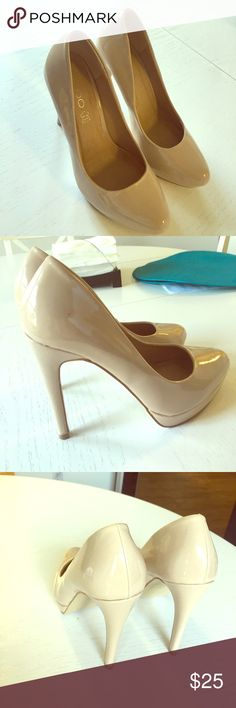 Aldo beige size 37 pumps Classic beige pumps from Aldo. Worn twice. Patent leather Aldo Shoes Heels