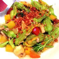 #wattpad #chicklit 슬쩍 황궁이 떠나가라 울음을 터트리고 있는 마리에게 시선을 돌렸다가 다시 그녀의 머리를 쓰다듬는 것에 집중하던 권혁은 문뜩 생각했다.'......난 이세계까지 와서 어째 애들 보모 노릇을 하고 있냐.' Seaweed Salad, Cobb Salad, Wattpad, Ethnic Recipes, Food, Meal, Eten, Hoods, Meals