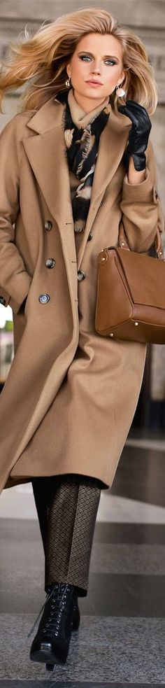 Though I don't have many opportunities to wear a camel hair winter coat here in South Florida - If I were heading north. this would be the coat for me. Estilo Fashion, Look Fashion, Womens Fashion, Fashion Trends, Street Fashion, Classic Fashion, Fashion Images, Fashion Fall, Mode Style