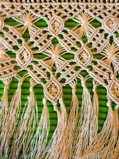 Fleco de macramé con hilo de seda, elaborado por Fina Bernal