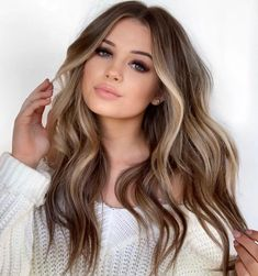 Are you going to balayage hair for the first time and know nothing about this technique? We've gathered everything you need to know about balayage, check! Blonde Hair With Highlights, Brown Blonde Hair, Blonde Wig, Soft Brown Hair, Balayage Highlights, Bronde Balayage, Ecaille Hair, Blonde Hair For Brunettes, Hair Color For Brown Eyes