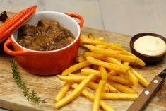 Belgisch stoofvlees recept Goulash, Pot Roast, No Cook Meals, Stew, Crockpot, Slow Cooker, Good Food, Food And Drink, Hamburgers