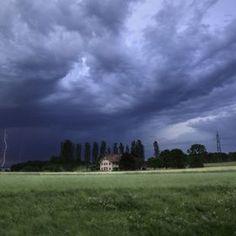 """Cool de voir sa photo pour illustrer un concours sur le thème des tempêtes! """"StormyWeatherPhotoContest"""" by oZimages http://www.viewbug.com/contests/stormy-weather-photo-contest"""