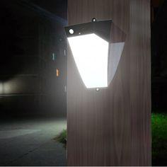 LAMPADA A LED ENERGIA SOLARE CON ALLARME ANTINTRUSIONE. Permette, oltre alla possibilità di illuminare lo spazio esterno, di avere anche la possibilità di inserire un'allarme sonoro nel caso in cui una persona si avvicina per più di 3 mt.