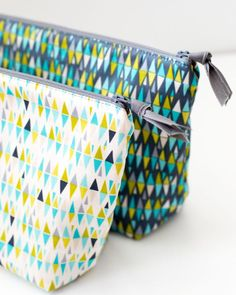 Zipper Pouch Tutorials - Simple Simon and Company Zipper Pouch Tutorial, Pouch Pattern, Purse Patterns, Sewing Patterns, Fabric Bags, Zipper Bags, Sewing Accessories, Bags Sewing, Sew Bags