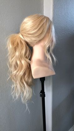 This hyperlapse shows you how to get a quick and easy boss pony that looks longer than normal! Long Hair Ponytail Styles, Wedding Ponytail Hairstyles, Stylish Ponytail, Mom Hairstyles, Ponytail For Wedding, Wedding Pony Tail, Ponytail Ideas, Blonde Ponytail, Long Hair Styles