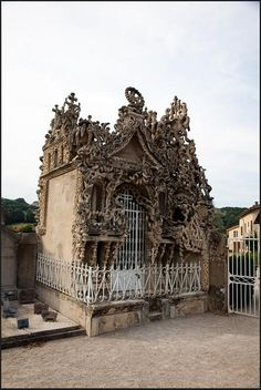 Tomb de Mr Cheval, Hauterives., via Flickr.