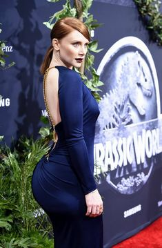 "Bryce Dallas Howard Photos - Actress Bryce Dallas Howard attends the Universal Pictures' ""Jurassic World"" premiere at Dolby Theatre on June 2015 in Hollywood, California. - Premiere of Universal Pictures' 'Jurassic World' - Arrivals Bryce Dallas Howard, Curvy Celebrities, Celebs, Hollywood Actresses, Actors & Actresses, Claire Dearing, Doja Cat, Beautiful Redhead, Bustier Dress"