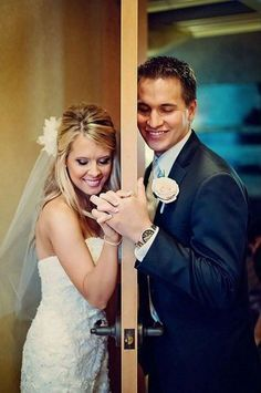 Bride and Groom Wedding Photo Ideas / http://www.himisspuff.com/wedding-photos-with-your-groom/12/