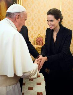 Angelina fez uma visita a uma grande personalidade mundial o Papa Francisco