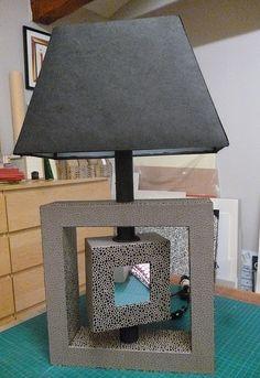 pied de lampe fait en cartonnage Cardboard Box Diy, Cardboard Design, Furniture Making, Diy Furniture, Carton Diy, Carton Design, Concrete Crafts, Cardboard Furniture, Diy Box