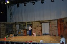 Montaje de la escenografía del musical Evil Dead Evil Dead, Musical, Basketball Court