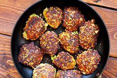 Sprøde broccoli-deller med ost og sesamfrø