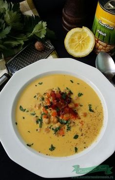 Supa de naut cu Bacon Bacon, Cheeseburger Chowder, Thai Red Curry, Ethnic Recipes, Soups, Salads, Soup, Soup Appetizers, Pork Belly