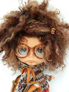 Tootsie - Loving the Blythe dolls! Pretty Dolls, Cute Dolls, Beautiful Dolls, Ooak Dolls, Blythe Dolls, Poster S, Little Doll, Doll Hair, Ball Jointed Dolls