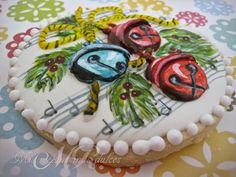 Glaseado en 3D de dos de las galletas para su secado y posterior pintura MIS CURSOS MÁS DULCES , cursos de galletas decoradas, cupcakes y tartas fondant en Madrid: CURSO DE GALLETAS PINTADAS SOBRE GLASA ESPECIAL NAVIDAD (NUEVO)