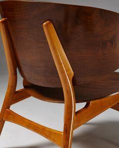 Shell chairs model designed by Hans Wegner for Fritz Hansen, — Modernity Danish Furniture, Scandinavian Furniture, Scandinavian Design, Modern Furniture, Furniture Design, Danish Modern, Mid-century Modern, Veneer Plywood, Plywood Chair