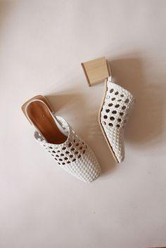 Basket weave sandals via LOQ.