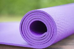 #Yoga Practice 101: Is It Time to Replace Your #Mat? http://www.organicauthority.com/7-signs-its-time-to-replace-your-yoga-mat/