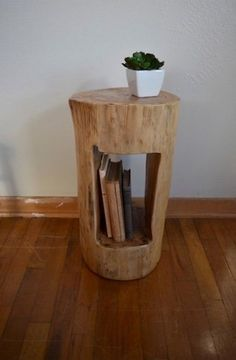 Original simple wooden DIY furniture from tree trunks new ideas Diy Wood Projects DIY Furniture ideas Original Simple tree trunks wooden Small Living Room Furniture, Rustic Bedroom Furniture, Home Decor Furniture, Furniture Plans, Furniture Making, Diy Home Decor, Table Furniture, Furniture Design, Furniture Websites