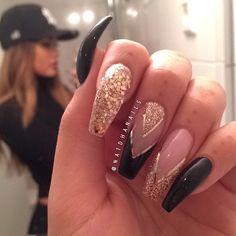 Semi-permanent varnish, false nails, patches: which manicure to choose? - My Nails Black Gold Nails, Gold Acrylic Nails, Maroon Nails, Perfect Nails, Gorgeous Nails, Pretty Nails, Dope Nails, My Nails, Hair And Nails