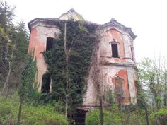 Villa De Vecchi - La casa rossa Abandoned villa in Italy