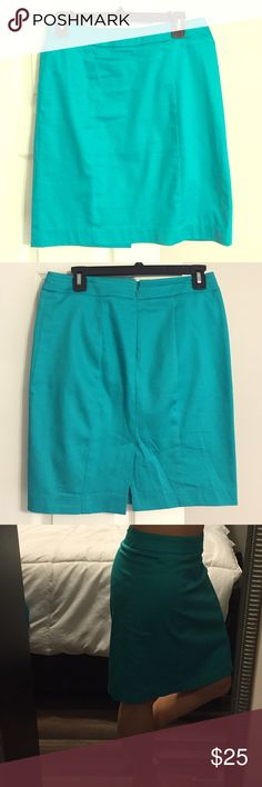 Turquoise Sheath Midi Skirt Very cute knee length skirt! Barely worn. Like new perfect condition. Pretty turquoise color. 97% cotton 3% spandex. Accepting offers!! Valerie Bertinelli Skirts Midi