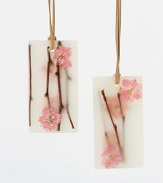 Pressed Flower Sachets made with dried flowers, essential oils, fragrance oils, wax, suede cord Potpourri, Wax Tablet, Resin Jewelry Making, Pressed Flower Art, Scented Wax, Scented Sachets, Flower Market, Diy Candles, Handmade Soaps