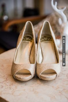 gold wedding shoes | CHECK OUT MORE IDEAS AT WEDDINGPINS.NET | #weddingshoes