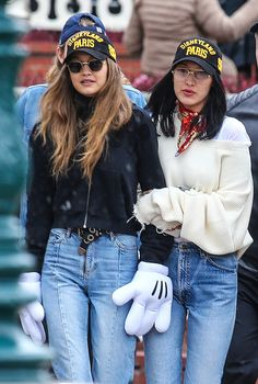 Your source for all things Gigi Bella Hadid Sister, Bella Gigi Hadid, Bella Hadid Style, Gigi Hadid Outfits, Clothing Blogs, Perfect Woman, Celebrity Style, Celebs, Street Style
