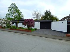 Bildschöner Bungalow Bungalow, Garage Doors, Outdoor Decor, Home Decor, Condominium, House, Decoration Home, Room Decor, Bungalows