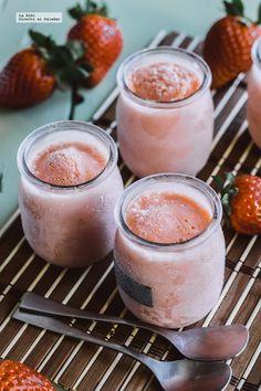 Helado de yogurt con mango y fresa. Receta fácil y rápida con fotografías de cómo hacerla y recomendaciones de cómo servirla.