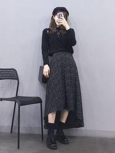 all black outfit turtleneck midi skirt Modest Outfits, Skirt Outfits, Modest Fashion, Skirt Fashion, Casual Outfits, Fashion Dresses, Korean Street Fashion, Korea Fashion, Asian Fashion