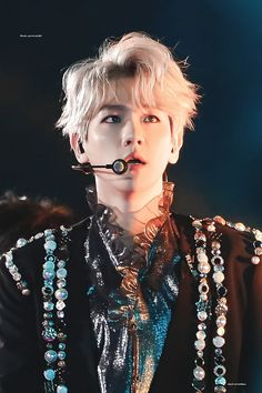 I cannot with him exo baekhyun Kaisoo, Exo Ot12, Chanbaek, Baekhyun Chanyeol, Park Chanyeol, Exo Memes, K Pop, Mtv, Kim Minseok